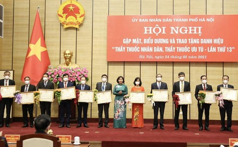 Hà Nội: 46 cá nhân được trao tặng danh hiệu thầy thuốc nhân dân, ưu tú ảnh 1