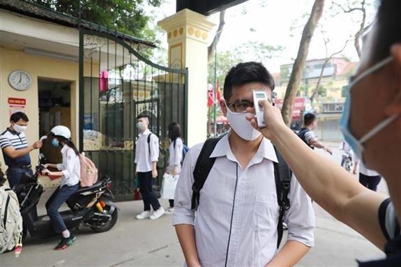 Nhiều trường Hà Nội siết chặt công tác phòng dịch khi đón học sinh trở lại ảnh 1