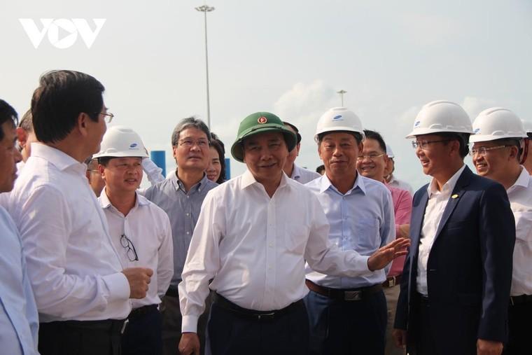 Thủ tướng Nguyễn Xuân Phúc kiểm tra cụm cảng Cái Mép-Thị Vải ảnh 1