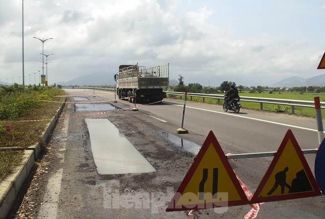 Bình Định: Ổ gà bắt đầu xuất hiện trên quốc lộ 'nghìn tỷ' ảnh 1