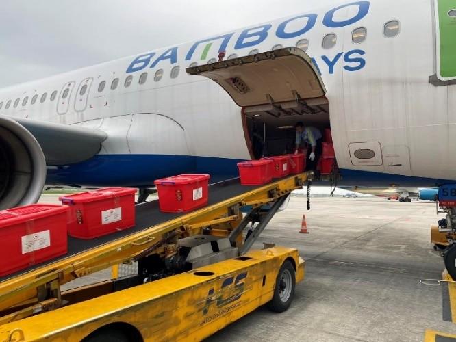 Bamboo Airways khai thác chuyến bay charter chở hàng cứu trợ đồng bào miền Trung ảnh 1