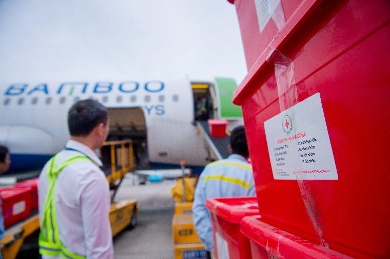 Bamboo Airways khai thác chuyến bay charter chở hàng cứu trợ đồng bào miền Trung ảnh 2