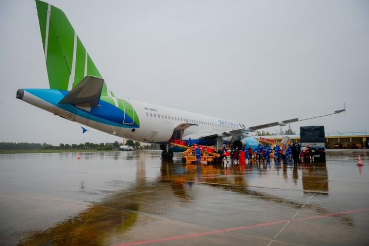 Bamboo Airways khai thác chuyến bay charter chở hàng cứu trợ đồng bào miền Trung ảnh 5