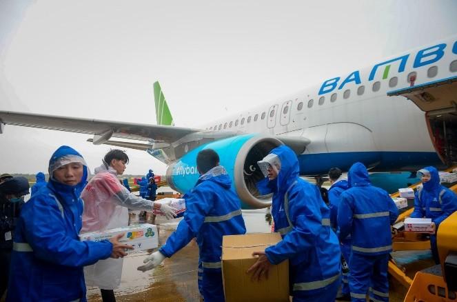 Bamboo Airways khai thác chuyến bay charter chở hàng cứu trợ đồng bào miền Trung ảnh 6