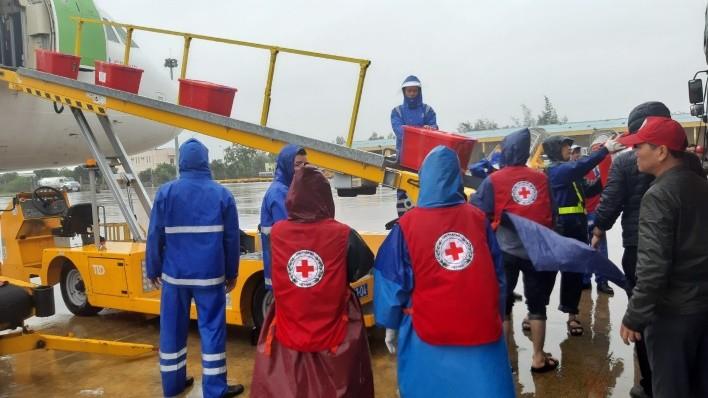 Bamboo Airways khai thác chuyến bay charter chở hàng cứu trợ đồng bào miền Trung ảnh 7