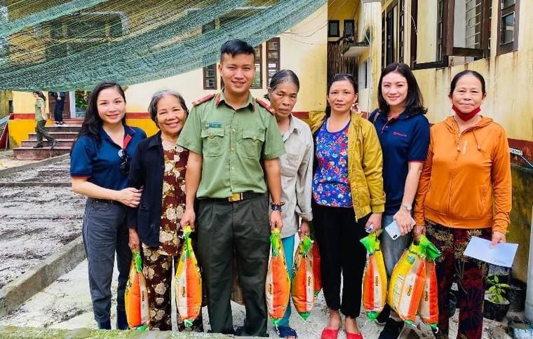 Tập đoàn Sơn Hà phối hợp với công an tỉnh Thừa Thiên- Huế cứu trợ người dân vùng lũ ảnh 5
