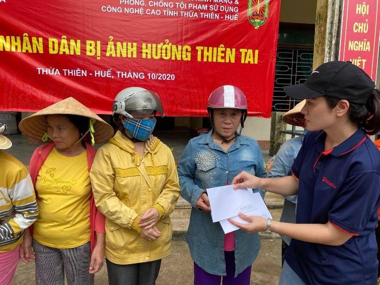 Tập đoàn Sơn Hà phối hợp với công an tỉnh Thừa Thiên- Huế cứu trợ người dân vùng lũ ảnh 8