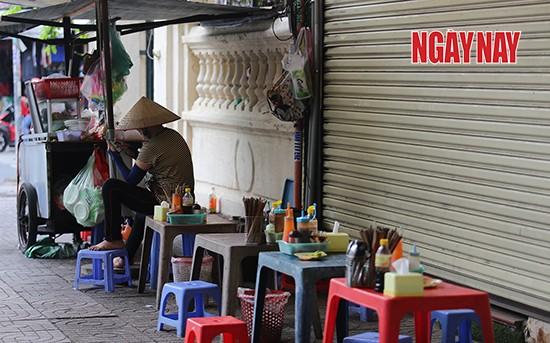 Người Sài Gòn cẩn trọng phòng COVID-19, phố phường thưa vắng ảnh 11