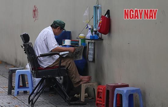 Người Sài Gòn cẩn trọng phòng COVID-19, phố phường thưa vắng ảnh 13