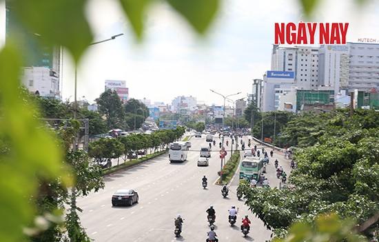 Người Sài Gòn cẩn trọng phòng COVID-19, phố phường thưa vắng ảnh 1