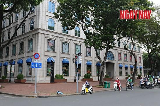 Người Sài Gòn cẩn trọng phòng COVID-19, phố phường thưa vắng ảnh 2