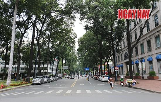 Người Sài Gòn cẩn trọng phòng COVID-19, phố phường thưa vắng ảnh 3