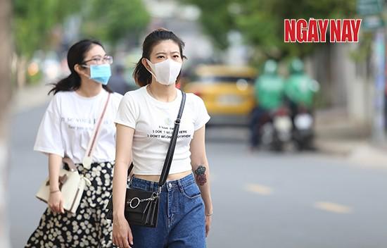 Người Sài Gòn cẩn trọng phòng COVID-19, phố phường thưa vắng ảnh 8