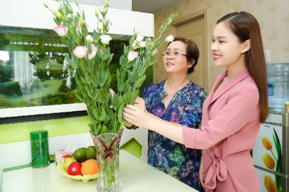Mẹ trong mắt các sao Việt vừa đáng yêu vừa xúc động ngày 20/10 ảnh 3