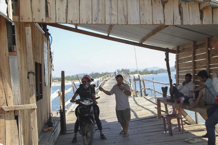 Phú Yên: Cây cầu gỗ dài nhất Việt Nam ảnh 4
