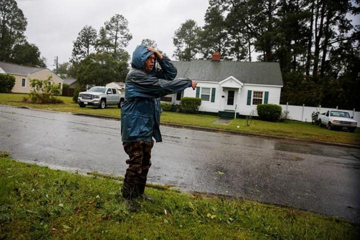 Hình ảnh đầu tiên khi siêu bão Florence đổ bộ bờ Đông nước Mỹ ảnh 10