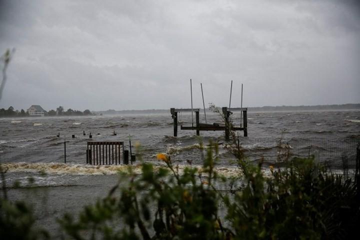 Hình ảnh đầu tiên khi siêu bão Florence đổ bộ bờ Đông nước Mỹ ảnh 11