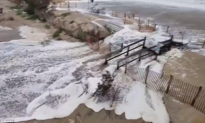 Hình ảnh đầu tiên khi siêu bão Florence đổ bộ bờ Đông nước Mỹ ảnh 2