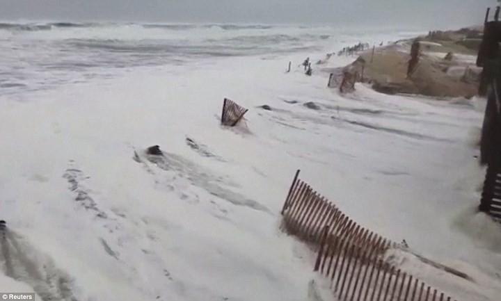 Hình ảnh đầu tiên khi siêu bão Florence đổ bộ bờ Đông nước Mỹ ảnh 3