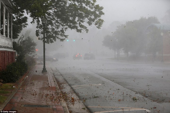 Hình ảnh đầu tiên khi siêu bão Florence đổ bộ bờ Đông nước Mỹ ảnh 4