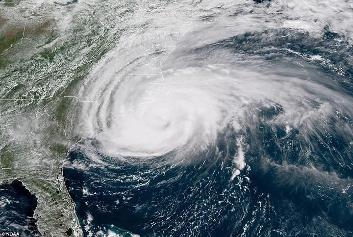 Hình ảnh đầu tiên khi siêu bão Florence đổ bộ bờ Đông nước Mỹ ảnh 5