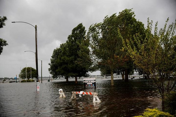 Hình ảnh đầu tiên khi siêu bão Florence đổ bộ bờ Đông nước Mỹ ảnh 7