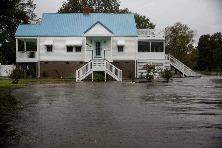 Hình ảnh đầu tiên khi siêu bão Florence đổ bộ bờ Đông nước Mỹ ảnh 9