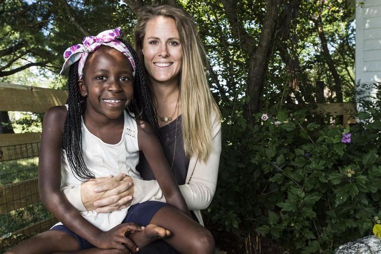 Những người da trắng đóng vai 'chúa cứu thế' ở châu Phi ảnh 1