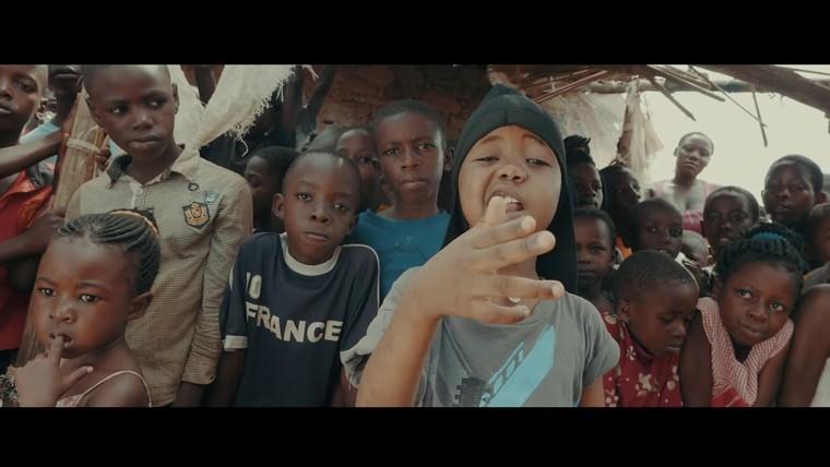 Những người da trắng đóng vai 'chúa cứu thế' ở châu Phi ảnh 3