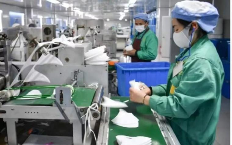 Các nhà máy sản xuất khẩu trang làm việc hết công suất vì dịch corona ảnh 2