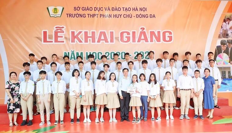 Khai giảng nhanh gọn giữa mùa COVID-19 ở ngôi trường THPT chất lượng cao tại Hà Nội ảnh 16