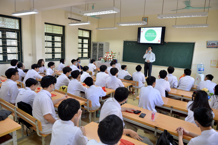 Khai giảng nhanh gọn giữa mùa COVID-19 ở ngôi trường THPT chất lượng cao tại Hà Nội ảnh 17
