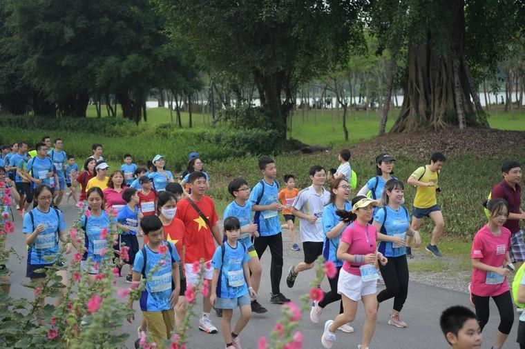 Những chân chạy nhí ở Ecopark Marathon 2021 ảnh 2