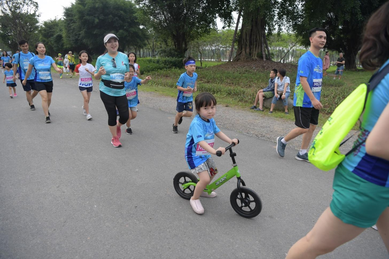 Những chân chạy nhí ở Ecopark Marathon 2021 ảnh 3