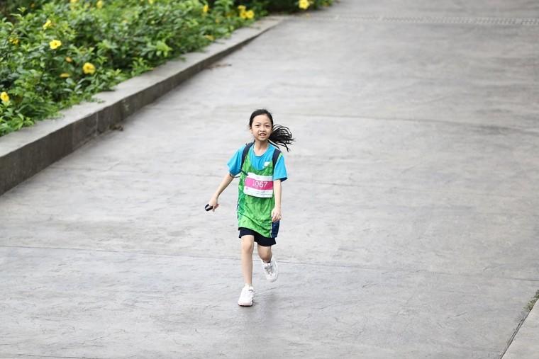 Những chân chạy nhí ở Ecopark Marathon 2021 ảnh 5
