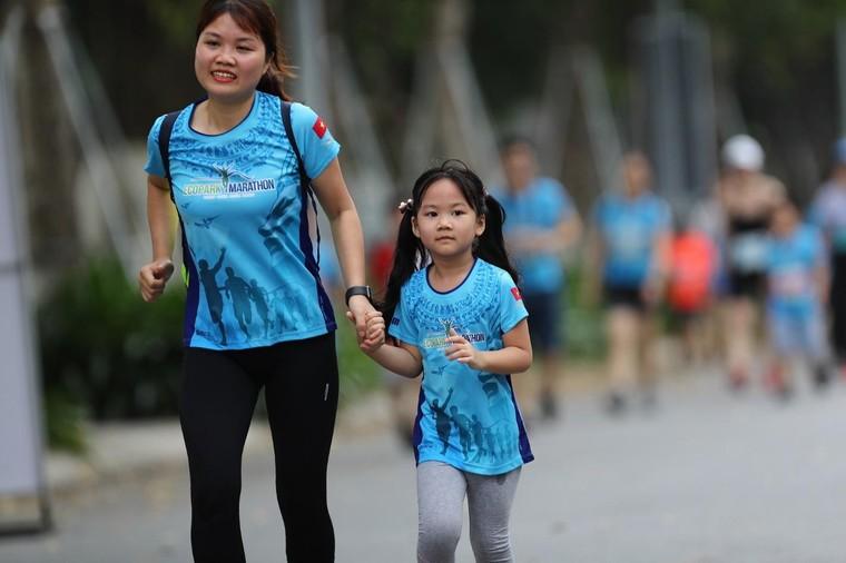Những chân chạy nhí ở Ecopark Marathon 2021 ảnh 6