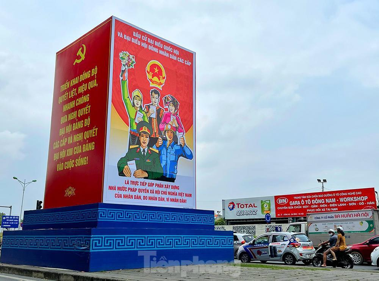Hà Nội 'khoác áo' rực rỡ đón ngày hội bầu cử ảnh 2