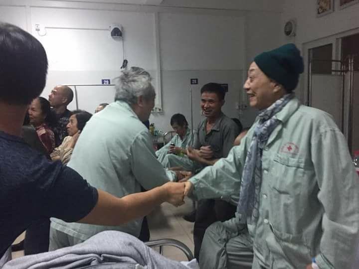 Từ bệnh viện cho đến Phố đi bộ, hàng trăm nghìn CĐV đã có một đêm 'không ngủ' với U23 Việt Nam ảnh 9