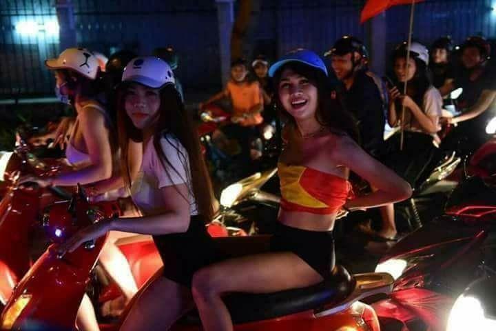 Từ bệnh viện cho đến Phố đi bộ, hàng trăm nghìn CĐV đã có một đêm 'không ngủ' với U23 Việt Nam ảnh 19