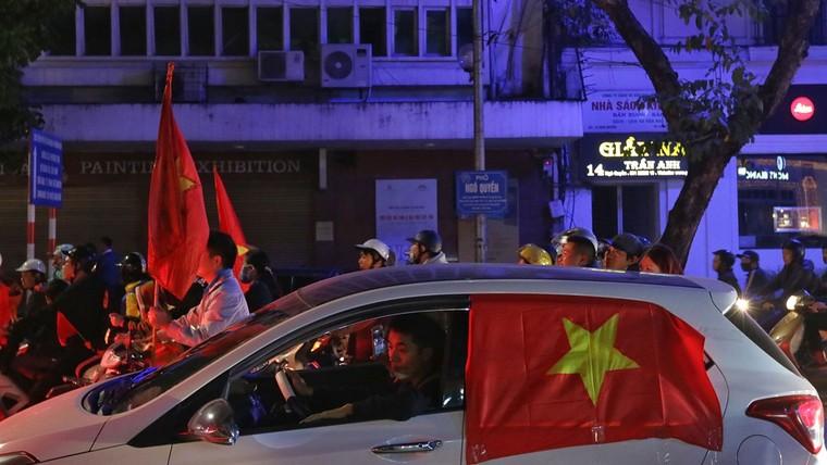 Từ bệnh viện cho đến Phố đi bộ, hàng trăm nghìn CĐV đã có một đêm 'không ngủ' với U23 Việt Nam ảnh 12