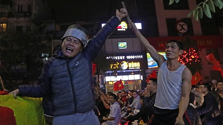 Từ bệnh viện cho đến Phố đi bộ, hàng trăm nghìn CĐV đã có một đêm 'không ngủ' với U23 Việt Nam ảnh 6