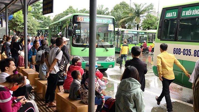 Chùm ảnh: Người dân mệt mỏi trở về Hà Nội và TP HCM sau kỳ nghỉ lễ Quốc khánh ảnh 12