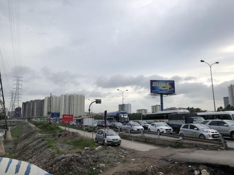 Chùm ảnh: Người dân mệt mỏi trở về Hà Nội và TP HCM sau kỳ nghỉ lễ Quốc khánh ảnh 6