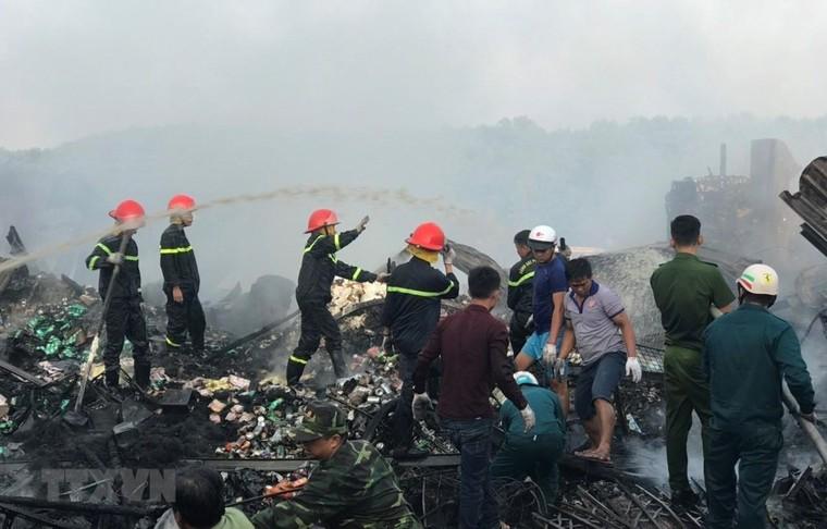 Hỏa hoạn thiêu hủy 12 căn nhà tại Cà Mau, nghi do chập điện ảnh 1