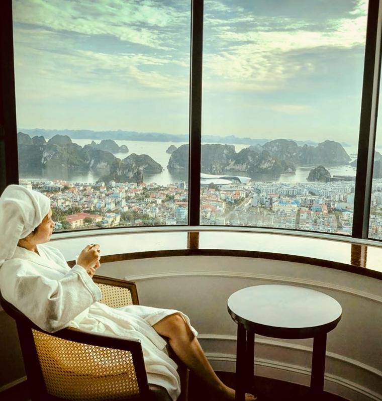 Mùa lễ hội 2019, check-in ô cửa sổ khổng lồ cực ảo tại khách sạn view cao nhất Hạ Long ảnh 1
