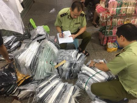 Thu giữ gần 4.700 sản phẩm hàng giả, nhập lậu tại Ninh Hiệp ảnh 3