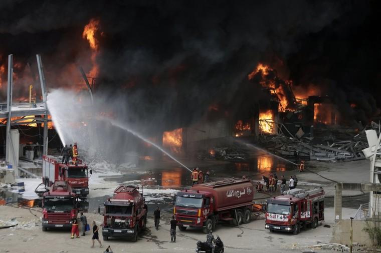 Người dân Beirut bỏ chạy khỏi thành phố sau trận hỏa hoạn ảnh 2