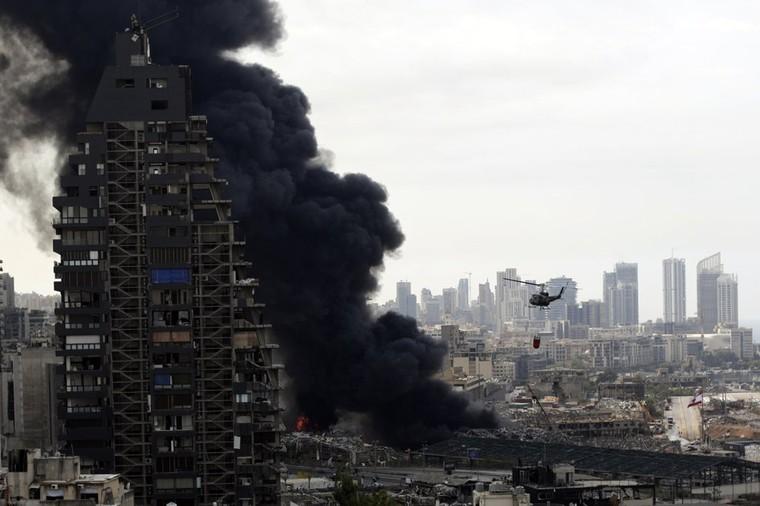 Người dân Beirut bỏ chạy khỏi thành phố sau trận hỏa hoạn ảnh 1