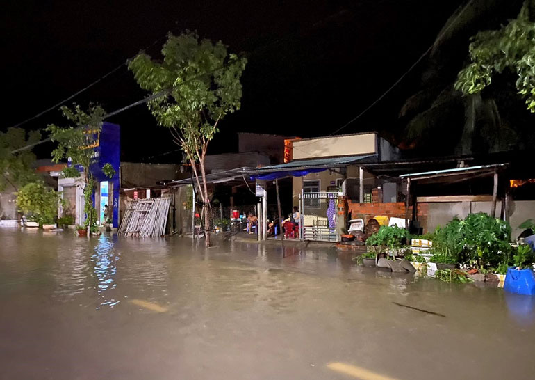 Mưa bão khiến nhiều tỉnh Nam Trung Bộ ngập lụt ảnh 1