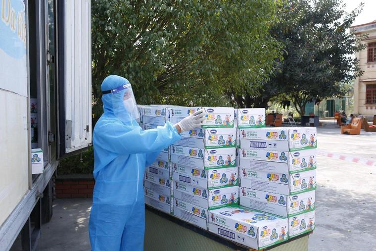 Vinamilk hỗ trợ sữa cho trẻ em phải đón Tết ở nơi cách ly ảnh 3